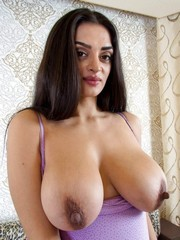 Busty UK wives naked, big boobs photos