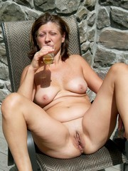 Hairy and shaved mature pussy photos